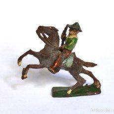 Figuras de Goma y PVC: COWBOY CON RIFLE A CABALLO ARCLA CAPELL Ó LAFREDO, EN GOMA, CIRCA 1950.. Lote 220761785