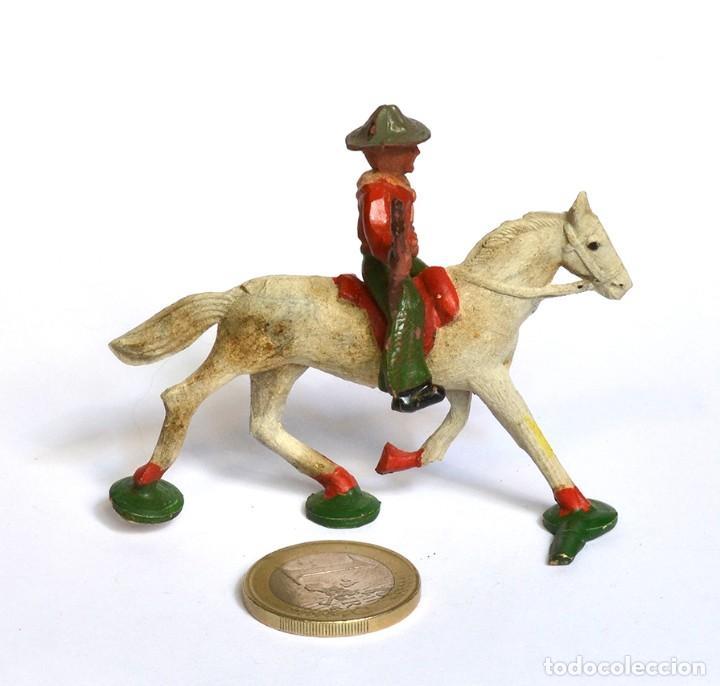 Figuras de Goma y PVC: Cowboy con rifle a caballo Arcla Capell ó Lafredo, en goma, circa 1950. - Foto 3 - 220761912