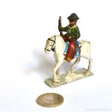 Figuras de Goma y PVC: COWBOY CON RIFLE DE BAQUELITA A CABALLO DE GOMA ARCLA CAPELL Ó LAFREDO, EN GOMA, CIRCA 1950.. Lote 220762206