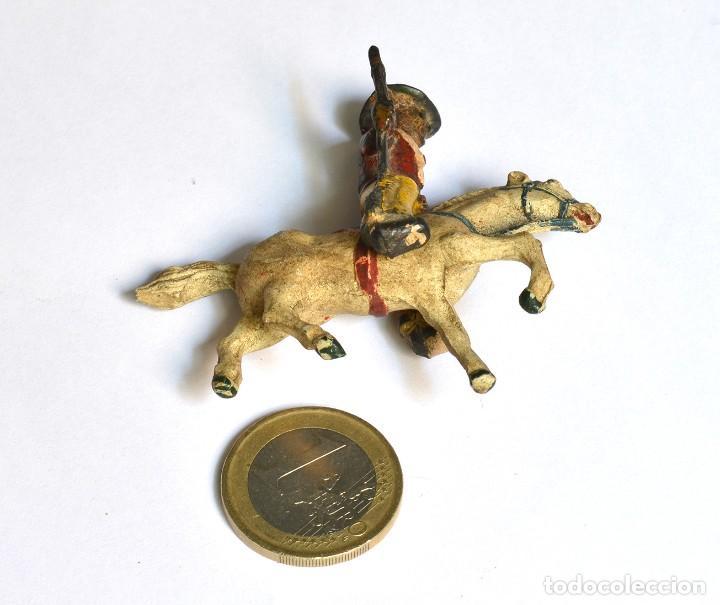 Figuras de Goma y PVC: Cowboy con rifle a caballo Arcla Capell ó Lafredo, en goma, circa 1950. - Foto 2 - 220762375