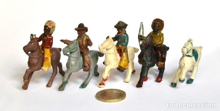 LOTE DE 5 CABALLOS, 2 COWBOYS Y DOS INDIOS, LAFREDO, ARCLA CAPELL, GOMA Y BAQUELITA, CIRCA 1950. (Juguetes - Figuras de Goma y Pvc - Capell)