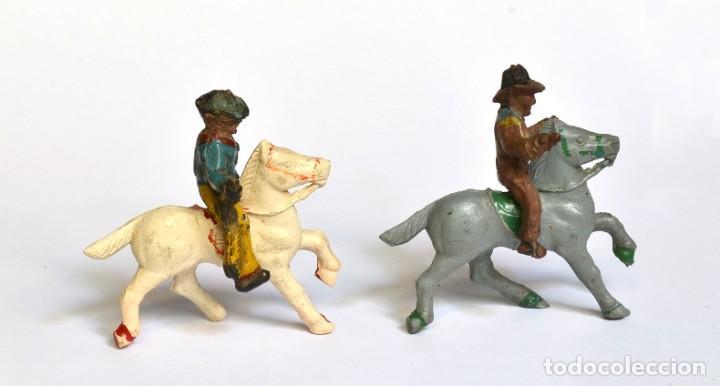 Figuras de Goma y PVC: Lote de 5 caballos, 2 cowboys y dos indios, Lafredo, Arcla Capell, goma y baquelita, circa 1950. - Foto 4 - 220762800