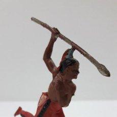 Figuras de Goma y PVC: GUERRERO INDIO CON LANZA . REALIZADO POR GAMA . ORIGINAL AÑOS 50 EN GOMA. Lote 220805342