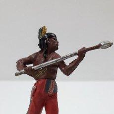 Figuras de Goma y PVC: GUERRERO INDIO CON LANZA . REALIZADO POR GAMA . ORIGINAL AÑOS 50 EN GOMA. Lote 220805402