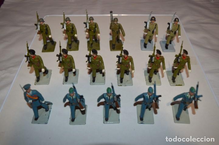 Figuras de Goma y PVC: SOLDADOS VARIADOS - Antiguo/vintage - 17 Soldados desfilando - REAMSA y GOMARSA - ¡Mira fotos! - Foto 2 - 220868550