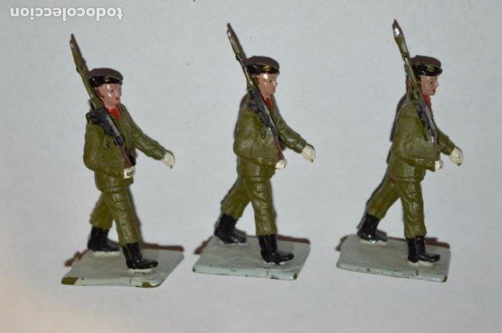 Figuras de Goma y PVC: SOLDADOS VARIADOS - Antiguo/vintage - 17 Soldados desfilando - REAMSA y GOMARSA - ¡Mira fotos! - Foto 17 - 220868550