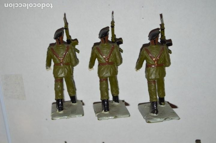 Figuras de Goma y PVC: SOLDADOS VARIADOS - Antiguo/vintage - 17 Soldados desfilando - REAMSA y GOMARSA - ¡Mira fotos! - Foto 12 - 220868550