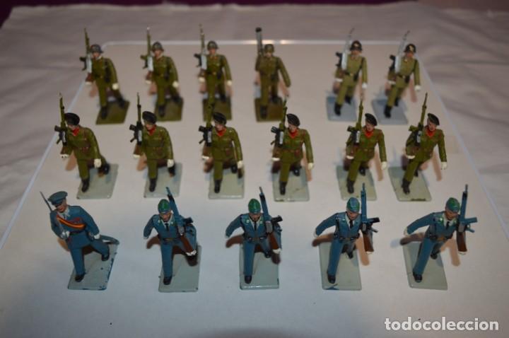 SOLDADOS VARIADOS - ANTIGUO/VINTAGE - 17 SOLDADOS DESFILANDO - REAMSA Y GOMARSA - ¡MIRA FOTOS! (Juguetes - Figuras de Goma y Pvc - Reamsa y Gomarsa)