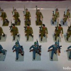 Figuras de Goma y PVC: SOLDADOS VARIADOS - ANTIGUO/VINTAGE - 17 SOLDADOS DESFILANDO - REAMSA Y GOMARSA - ¡MIRA FOTOS!. Lote 220868550