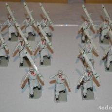 Figuras de Goma y PVC: ESQUIADORES / MONTAÑA - ANTIGUO/VINTAGE - 13 SOLDADOS DESFILANDO - REAMSA Y GOMARSA - ¡MIRA FOTOS!. Lote 220887676