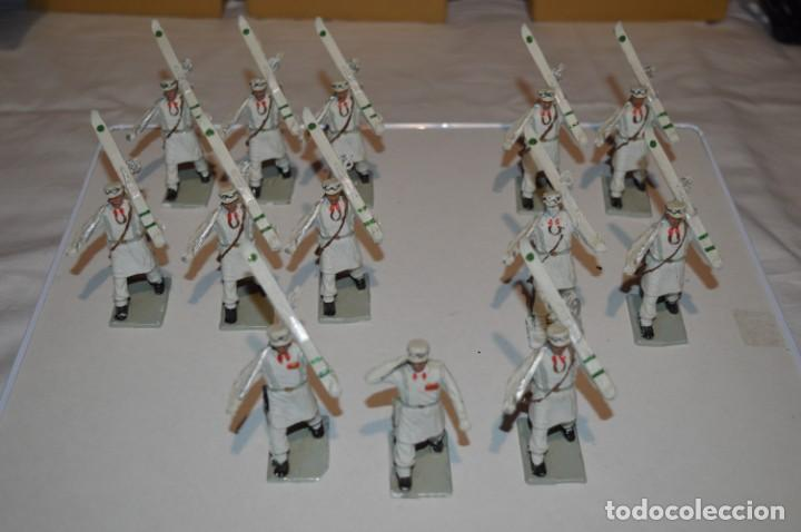 Figuras de Goma y PVC: ESQUIADORES / MONTAÑA - Antiguo/vintage - 13 Soldados desfilando - REAMSA y GOMARSA - ¡Mira fotos! - Foto 2 - 220887676