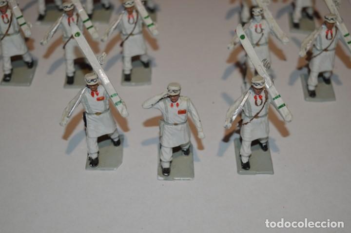 Figuras de Goma y PVC: ESQUIADORES / MONTAÑA - Antiguo/vintage - 13 Soldados desfilando - REAMSA y GOMARSA - ¡Mira fotos! - Foto 3 - 220887676