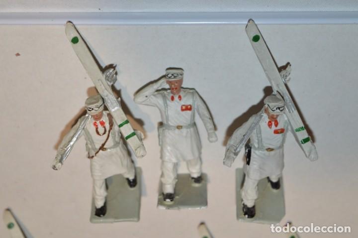 Figuras de Goma y PVC: ESQUIADORES / MONTAÑA - Antiguo/vintage - 13 Soldados desfilando - REAMSA y GOMARSA - ¡Mira fotos! - Foto 4 - 220887676