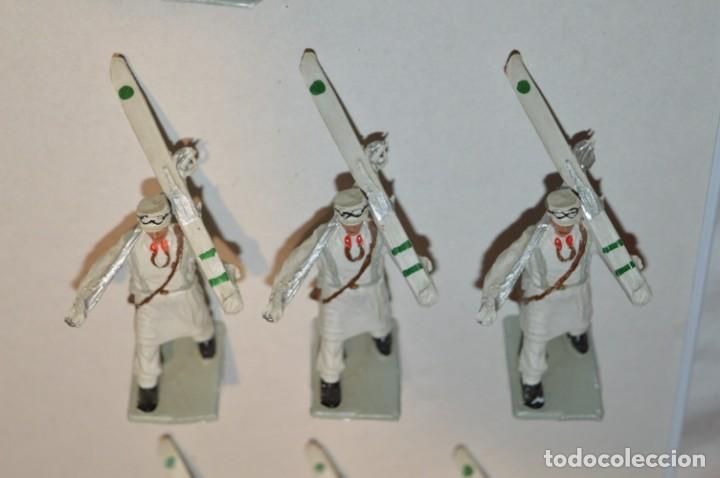 Figuras de Goma y PVC: ESQUIADORES / MONTAÑA - Antiguo/vintage - 13 Soldados desfilando - REAMSA y GOMARSA - ¡Mira fotos! - Foto 6 - 220887676