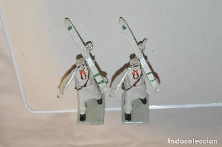 Figuras de Goma y PVC: ESQUIADORES / MONTAÑA - Antiguo/vintage - 13 Soldados desfilando - REAMSA y GOMARSA - ¡Mira fotos! - Foto 7 - 220887676