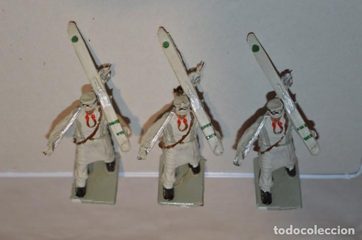 Figuras de Goma y PVC: ESQUIADORES / MONTAÑA - Antiguo/vintage - 13 Soldados desfilando - REAMSA y GOMARSA - ¡Mira fotos! - Foto 8 - 220887676