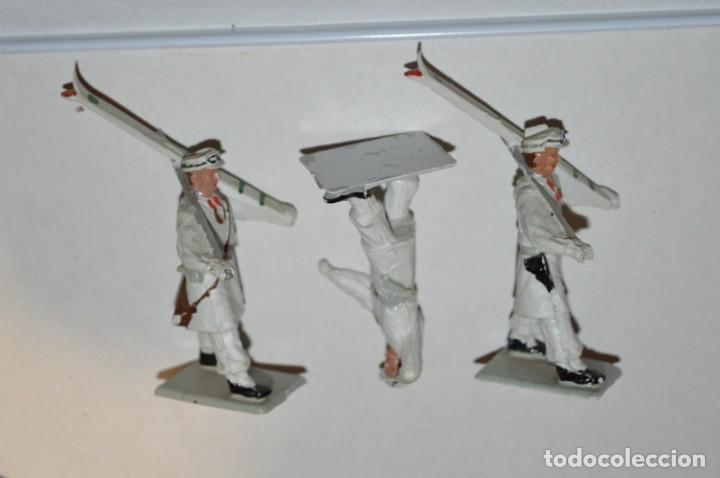 Figuras de Goma y PVC: ESQUIADORES / MONTAÑA - Antiguo/vintage - 13 Soldados desfilando - REAMSA y GOMARSA - ¡Mira fotos! - Foto 9 - 220887676