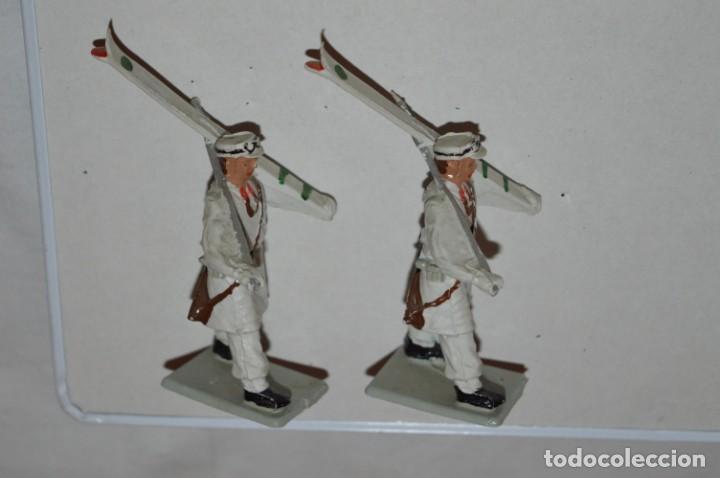 Figuras de Goma y PVC: ESQUIADORES / MONTAÑA - Antiguo/vintage - 13 Soldados desfilando - REAMSA y GOMARSA - ¡Mira fotos! - Foto 12 - 220887676