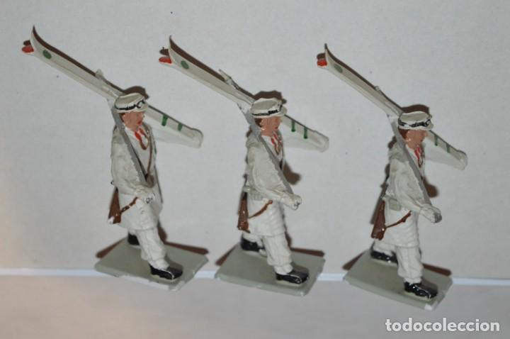 Figuras de Goma y PVC: ESQUIADORES / MONTAÑA - Antiguo/vintage - 13 Soldados desfilando - REAMSA y GOMARSA - ¡Mira fotos! - Foto 13 - 220887676