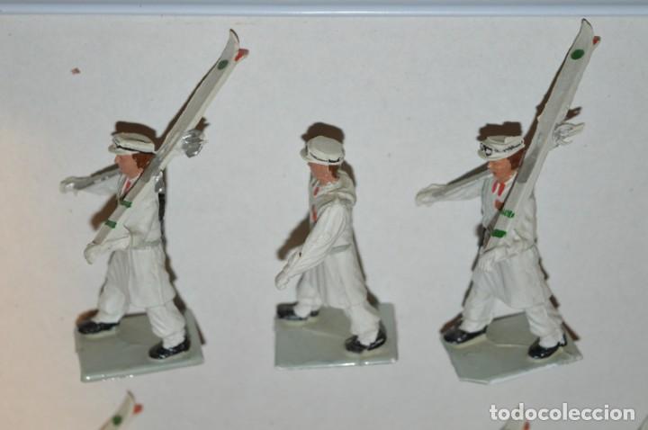Figuras de Goma y PVC: ESQUIADORES / MONTAÑA - Antiguo/vintage - 13 Soldados desfilando - REAMSA y GOMARSA - ¡Mira fotos! - Foto 14 - 220887676