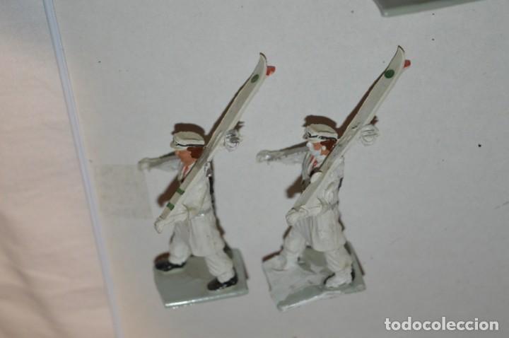 Figuras de Goma y PVC: ESQUIADORES / MONTAÑA - Antiguo/vintage - 13 Soldados desfilando - REAMSA y GOMARSA - ¡Mira fotos! - Foto 15 - 220887676