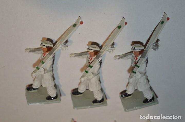Figuras de Goma y PVC: ESQUIADORES / MONTAÑA - Antiguo/vintage - 13 Soldados desfilando - REAMSA y GOMARSA - ¡Mira fotos! - Foto 16 - 220887676