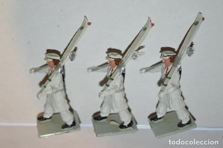 Figuras de Goma y PVC: ESQUIADORES / MONTAÑA - Antiguo/vintage - 13 Soldados desfilando - REAMSA y GOMARSA - ¡Mira fotos! - Foto 18 - 220887676
