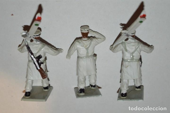 Figuras de Goma y PVC: ESQUIADORES / MONTAÑA - Antiguo/vintage - 13 Soldados desfilando - REAMSA y GOMARSA - ¡Mira fotos! - Foto 19 - 220887676