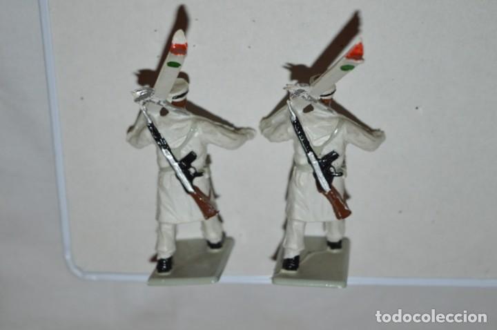 Figuras de Goma y PVC: ESQUIADORES / MONTAÑA - Antiguo/vintage - 13 Soldados desfilando - REAMSA y GOMARSA - ¡Mira fotos! - Foto 21 - 220887676