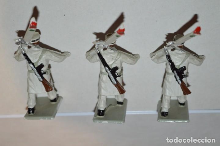 Figuras de Goma y PVC: ESQUIADORES / MONTAÑA - Antiguo/vintage - 13 Soldados desfilando - REAMSA y GOMARSA - ¡Mira fotos! - Foto 22 - 220887676