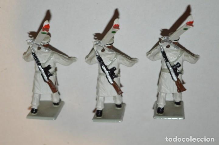 Figuras de Goma y PVC: ESQUIADORES / MONTAÑA - Antiguo/vintage - 13 Soldados desfilando - REAMSA y GOMARSA - ¡Mira fotos! - Foto 23 - 220887676