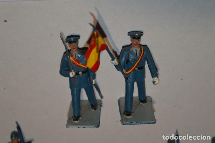 Figuras de Goma y PVC: EJERCITO DEL AIRE - Antiguo/vintage - 13 Soldados desfilando - REAMSA y GOMARSA - ¡Mira fotos! - Foto 3 - 220887811