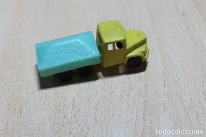 Figuras de Goma y PVC: CAMION DE PLASTICO. TIPO MONTAPLEX O SIMILAR. FINALES AÑOS 60. 7,5 CM DE LARGO. VER FOTOS. - Foto 2 - 221340961