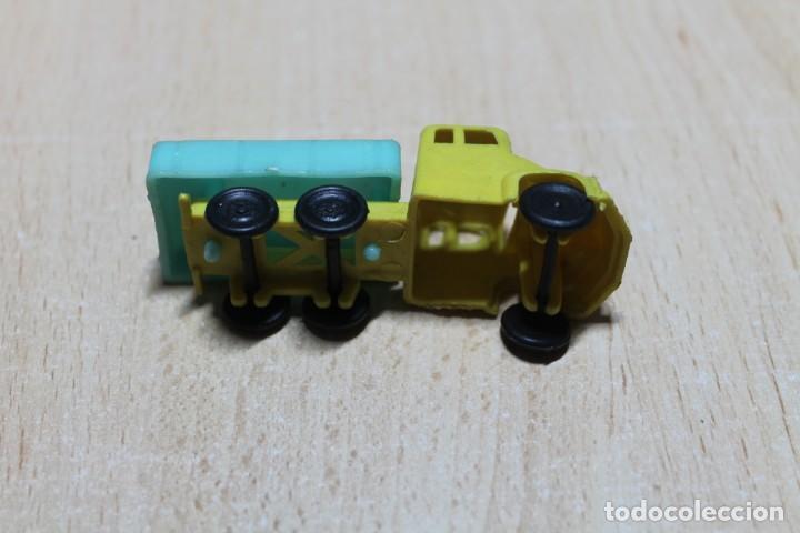 Figuras de Goma y PVC: CAMION DE PLASTICO. TIPO MONTAPLEX O SIMILAR. FINALES AÑOS 60. 7,5 CM DE LARGO. VER FOTOS. - Foto 3 - 221340961