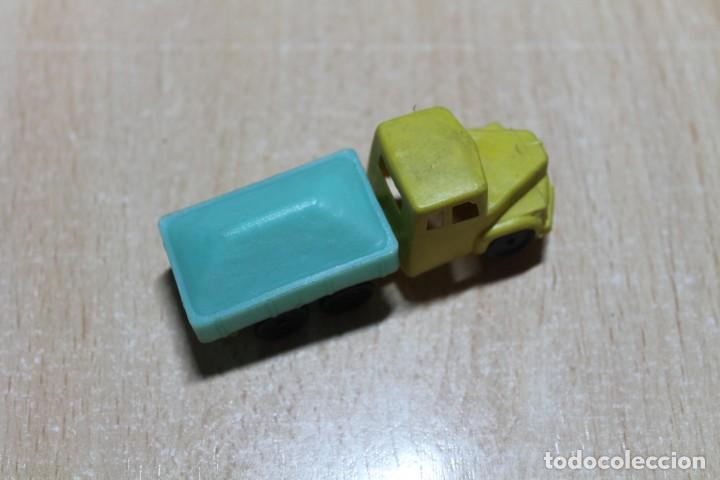 Figuras de Goma y PVC: CAMION DE PLASTICO. TIPO MONTAPLEX O SIMILAR. FINALES AÑOS 60. 7,5 CM DE LARGO. VER FOTOS. - Foto 4 - 221340961