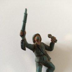Figuras de Goma y PVC: FIGURA SOLDADO ALEMÁN PECH GOMA. Lote 221731873