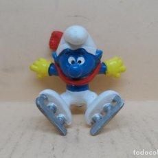 Figuras de Goma y PVC: FIGURA PVC LOS PITUFOS PITUFO PATINANDO SOBRE HIELO SCHLEICH AÑOS 80. Lote 221788985