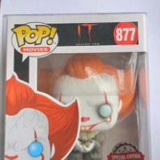 Figuras de Goma y PVC: FUNKO POP! PENNYWISE WITH GLOW BUG 877 - IT + CAJA PROTECTORA. Lote 221950335