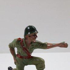 Figuras de Goma y PVC: ARTILLERO - TIRADOR DE CAÑON . REALIZADO POR PECH . ORIGINAL AÑOS 60 / 70. Lote 222015076