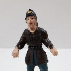 Figuras de Goma y PVC: BOMBERO . REALIZADO POR GAMA - CUERPO DESMONTABLE . ORIGINAL AÑOS 50 . EN GOMA. Lote 222159746