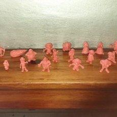 Figuras de Goma y PVC: 29 FIGURAS ASTERIX DARGAUD COLOR SALMON MUY DIFICIL. Lote 222224537