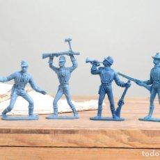 Figuras de Goma y PVC: CUATRO VAQUEROS DE JUGUETE VINTAGE MARCA COMANSI. Lote 222387387