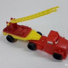 Figuras de Goma y PVC: CAMION TRAILER BOMBEROS . MARCA VAM . JUGUETE KIOSKO AÑOS 70. Lote 222440873
