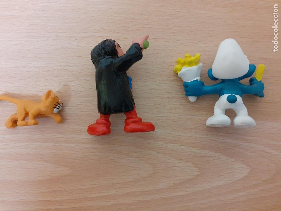 Figuras de Goma y PVC: Lote de 3 figuras: Pitufo come patatas, Gargamel y su gato. - Foto 2 - 222491165