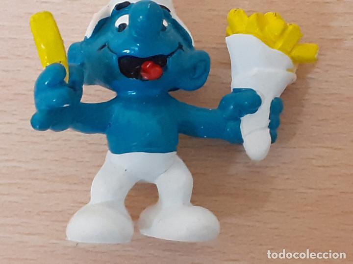 Figuras de Goma y PVC: Lote de 3 figuras: Pitufo come patatas, Gargamel y su gato. - Foto 3 - 222491165