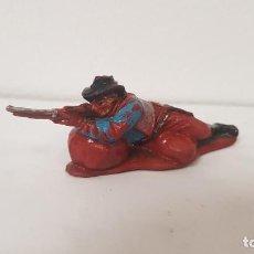 Figuras de Goma y PVC: COWBOY O VAQUERO DEL OESTE DISPARANDO TUMBADO EN GOMA. AÑO 1958. TEIXIDO. Lote 223285753