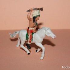 Figuras de Goma y PVC: FIGURA DEL OESTE. INDIO A CABALLO. PINTURA ORIGINAL. AÑOS 60. ALTURA MONTADO DE 7 CENTIMETROS.. Lote 223404401