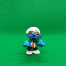 Figuras de Goma y PVC: FIGURA PITUFO GAFAS OSCURAS Y CORBATA - PEYO SCHLEICH - 5 CM ALTO - AÑO 1997 - PVC. Lote 223591941