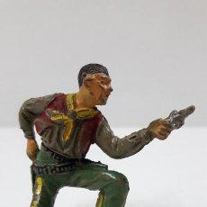 Figuras de Goma y PVC: VAQUERO - COWBOY RODILLA EN TIERRA . REALIZADO POR JECSAN . AÑOS 50 EN GOMA. Lote 223684101