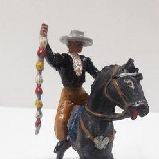 Figuras de Goma y PVC: REJONEADOR A CABALLO . REALIZADO POR TEIXIDO . ORIGINAL AÑOS 50 EN GOMA. Lote 223858805